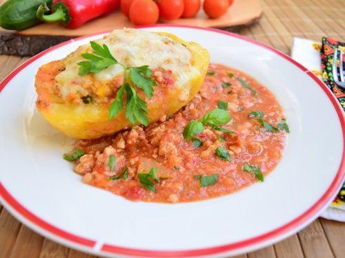 Cartofi umpluti cu carne tocata, in sos de rosii - imagine 1 mare