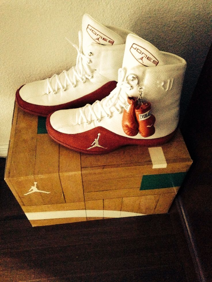 (Rare) Roy Jones Jr. Boxing shoes made by Jordan. Mancave decor