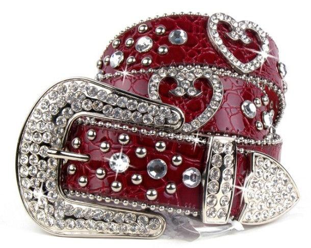 Cinturon de cuero rojo con piedras.