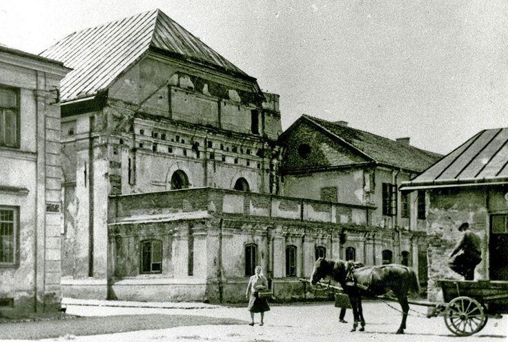 Synagoga zamojska na początku XX w. na rogu ulic Zamenhofa i Bazyliańskiej.