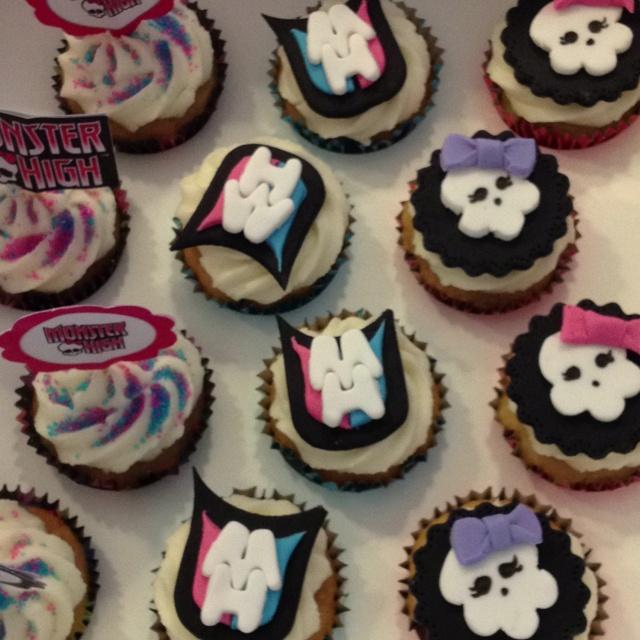 Rima makes amazing cupcakes!