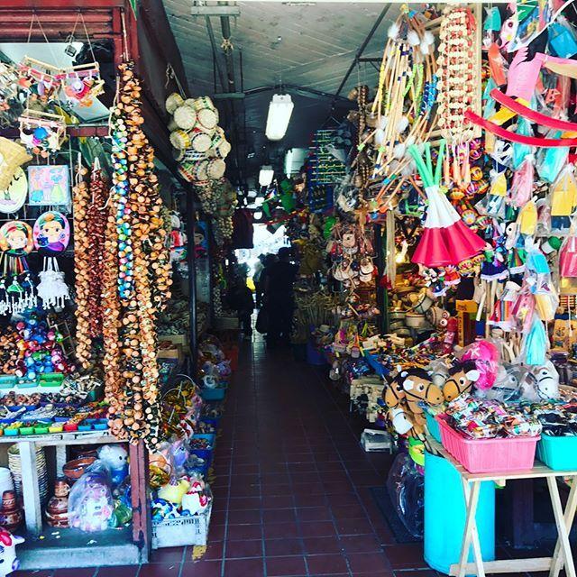 三連休だ❤️初グアダラハラ🚗💨Mercado Libertadでちょこっと買い物💕広〜い‼️オレンジ🍊ジュース美味しい🍹😘 トナラ焼きが全然見つからない……😭#mexico #メキシコ#海外生活 #海外旅行 #旅行#買い物#焼き物#買い物#nagoya#育児 #ドライブ#休日#家族旅行#肉