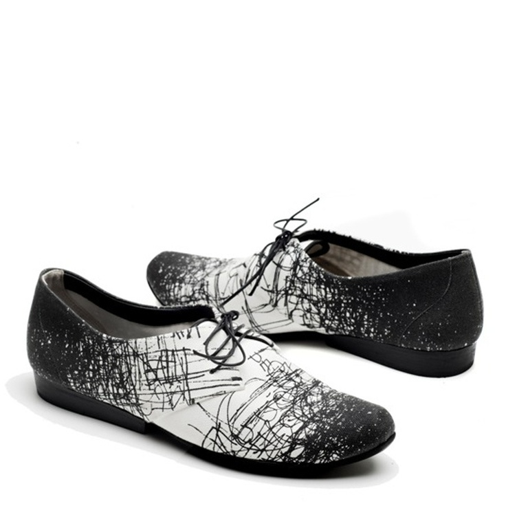 scribble shoes...Pretty sure I can do this. Fabric marker?