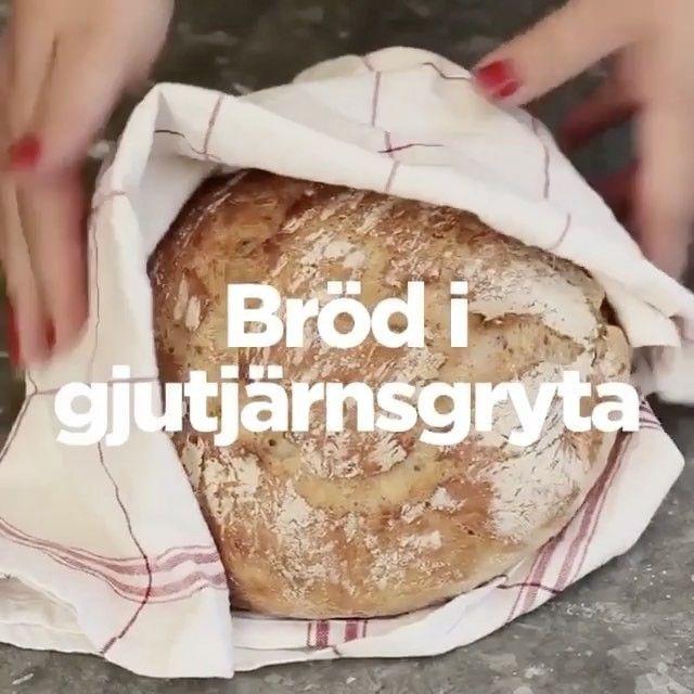 Om du inte har en #stenugn hemma, men ändå vill ha bröd med sån där fantastisk skorpa, så går det faktiskt att fixa! Äger du en gjutjärns- eller emaljgryta så fungerar det utmärkt som substitut för den betydligt klumpigare och dyrare stenugnen.⠀ ⠀ INGREDIENSER⠀ 4 dl kallt vatten⠀ 15 g färsk jäst⠀ 1 tsk salt⠀ 1 dl fullkornsdinkelmjöl⠀ 9 dl vetemjöl special⠀ ⠀ 1. Häll vattnet i en degbunke och smula ner jästen och saltet. Rör tills jästen löst sig.⠀ 2. Rör ner det grova mjölet och sedan…
