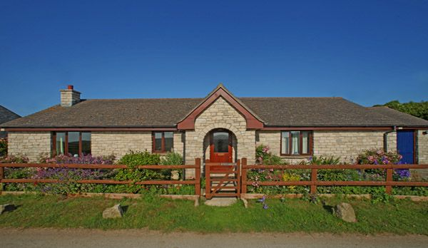 3 Bedrooms. The bungalow is located on the edge of the village of Worth Matravers, in a rural idyll with fantastic views across open farmland to Winspit and the sea. A lovely holiday cottage to rent in Worth Matravers, an exclusive village in Dorset.