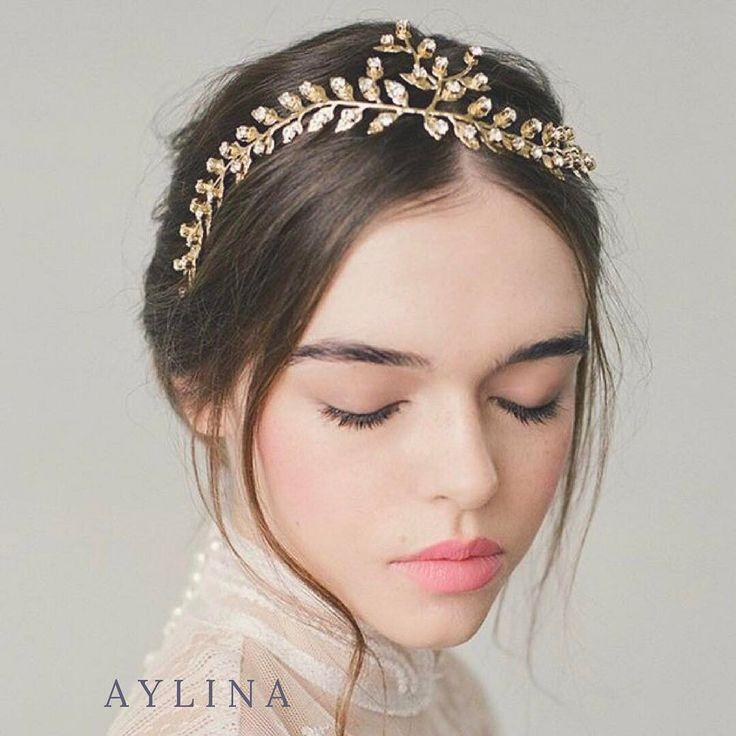 @aylina_dress からリグラムさせて頂きました  @aylina_dress はドレスだけではなく小物も素敵なものばかりなんです  アイリーナの小物レンタルも承っております ご試着予約ご相談は @beautybride_weddingdress 0120-511-530 DMからもお気軽にお問い合わせください  アリーナについてさらに詳しく知りたい方は プロフィールのリンクトップバナー#instagram をクリック ---------- New Headpiece Style:CATHERINE アンティーク調のヘッドピースはタイトなヘアやナチュラルなダウンスタイルに #aylina #アイリーナ #asyoulikeit #ブライダルヘッドピース #ブライダルヘアアクセサリー #ヘッドドレス #アンティーク #vintagestyle #bohowedding #naturalwedding #weddingstyling #hairstyle #hairmake #ブライダルヘア #髪飾り #プレ花嫁 #小物選び #小物合わせ #コーディネート…