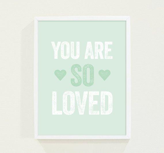 Hoi! Ik heb een geweldige listing gevonden op Etsy http://www.etsy.com/nl/listing/175147142/mint-green-love-wall-art-pastel