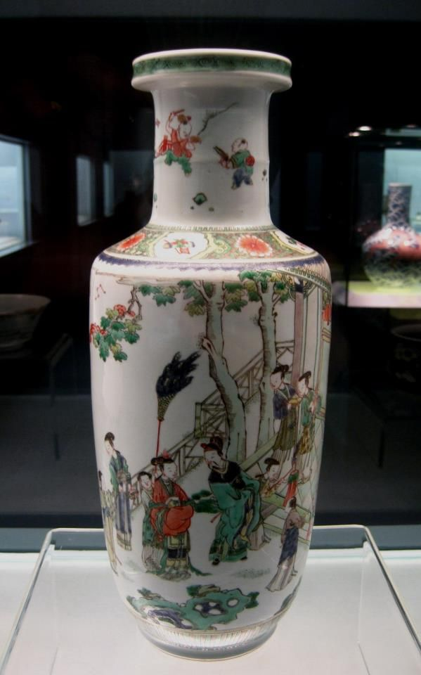 Qing Dynasty Kangxi Reign 1662-1722. Famille Verte ware with design of Liu Bei's Marriage story. — Shanghai Museum