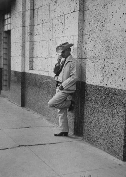 h o w d y   // Texas Ranger Walter Russell standing guard at a bank. Photograph by John Dominis. Alice, Texas, USA, February 1954.