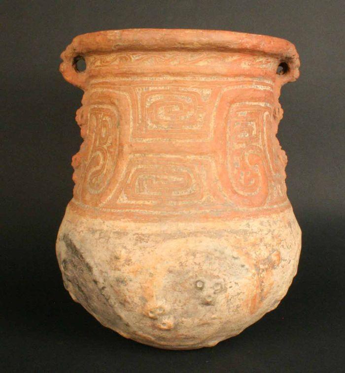Museo Chileno de Arte Precolombino » Urna funeraria incisa