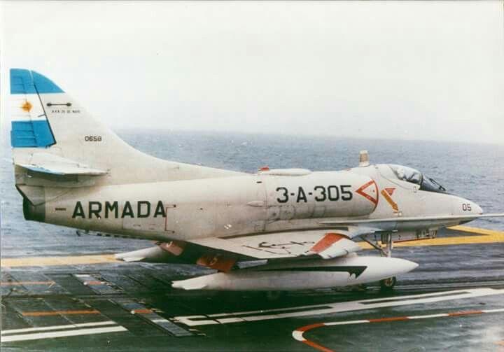 A4-Q sobre portaaviones 25 de Mayo