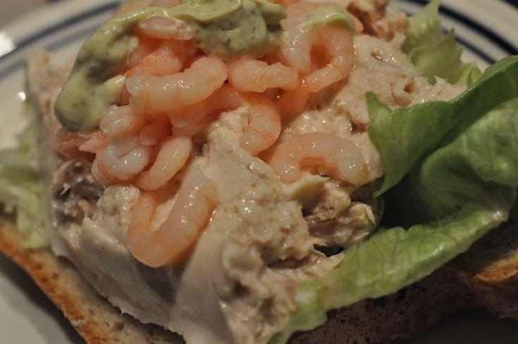 Denne tunmousse er fantastisk lækker. Let, nem, billig og fedtfattig. Lav den som forret til gæster eller spis den som hovedret med et godt brød til.