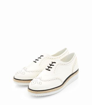 A typically masculine get shoe gets a fresh an feminine in touch in these White Embossed Contrast Flatform Brogues/