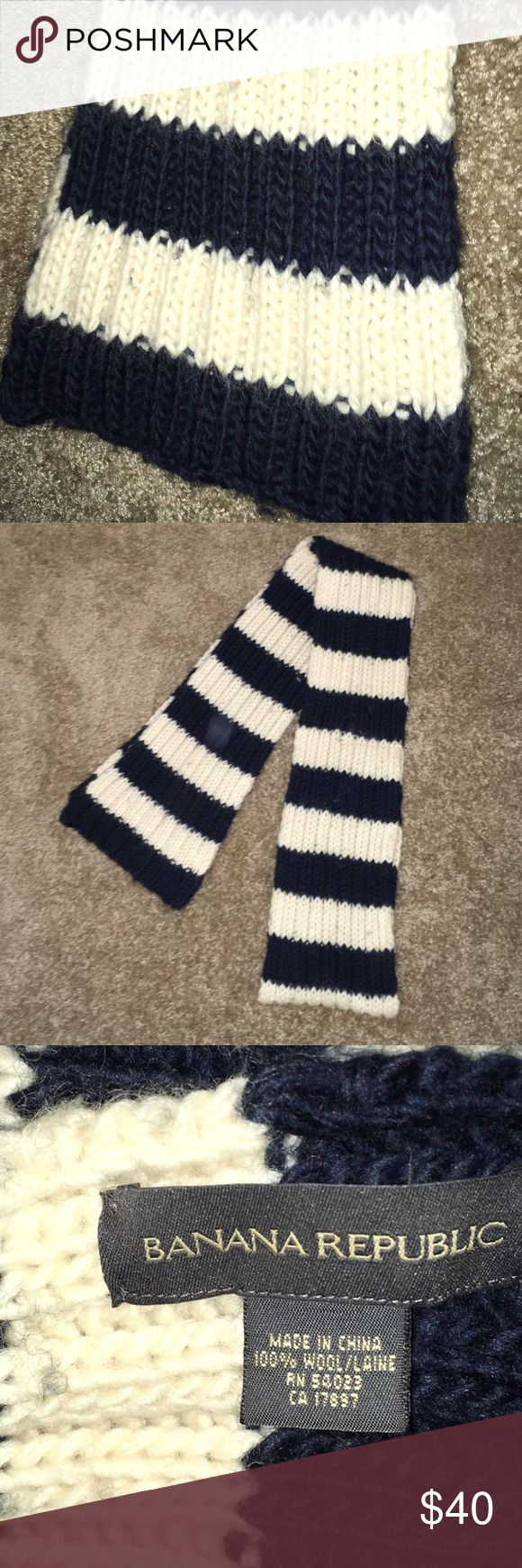 Banana Republic Chunky Knit Wool Scarf Banana Republic thick, chunky knit wool scarf.  Navy and cream.  100% wool.  Has some pilling, easily removed. Banana Republic Accessories Scarves & Wraps
