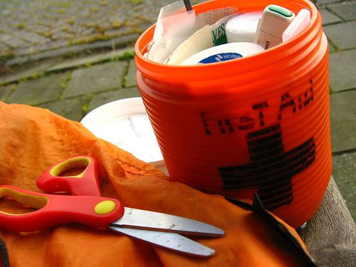 What to put in a DIY disaster preparedness kit (pretty basic) - but makes a great housewarming, wedding & college gift!