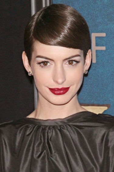 Lady is a Vamp: Best Dark Lips of 2012 - Anne Hathaway