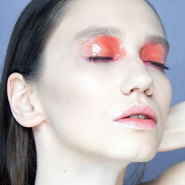 Glossy❤️ Photo by @elena_antermite MUAH by me @beautybykorn @anna_korn  Model Kristina from 2morrow models Milan.  #photooftheday #model #fashion #makeup #hair #makeupartist #annakorn #makeupannakorn #beautybykorn #styledbyannakorn #makeupblog #beautyblog #style #макияж #эффектмокрыхглаз #макияжвмилане #визажиствиталии #визажист #италия #милан #мода #фэшн #glossylids #glossyeyelids #gloss #vogue #editorial #academiabsi