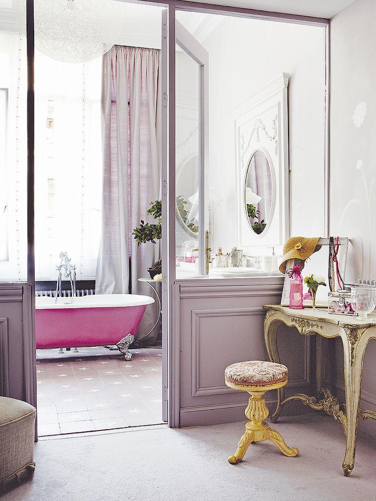 pink tub + lilac sliding doors!