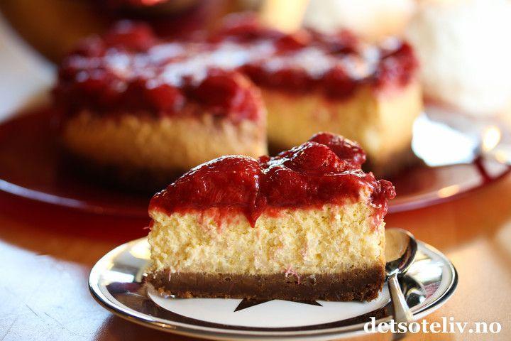Juleostekake med risgrøt, pepperkakebunn og jordbær | Det søte liv