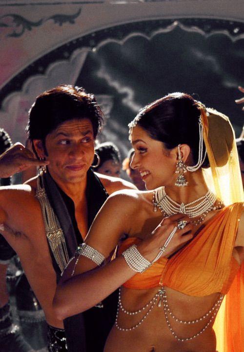 Image via We Heart It https://weheartit.com/entry/151409480/via/27657512 #actress #bollywood #gorgeous #jewelry #omshantiom #deepikapadukone #shahrukhkhan