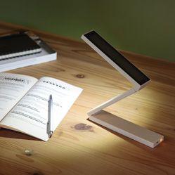 ソーラーLEDモバイルライト・充電池タイプ 寝る前に本を読むのに使いたい。コンパクトだし、ソーラー充電もできるというのが役立ちそうな気がする。