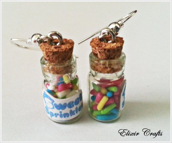 Cute tiny bottles with real candy sprinkles!    Dimensions (excluding Cork) 18 on 10 mm.    Bottles will pick up in organza pouch (free) ready for