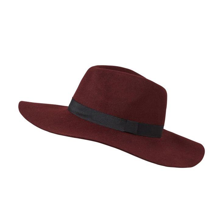 Ook deze mooie hoed is nu in de uitverkoop. Voor de helft van de prijs kun jij deze gave Pieces hoed al hebben! #mode #dames #hoed #bordeaux #rood #fashion #women #fedora #hat #burgundy #sale