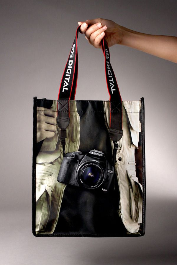 Torba reklamująca lustrzankę Canon EOS 500D.