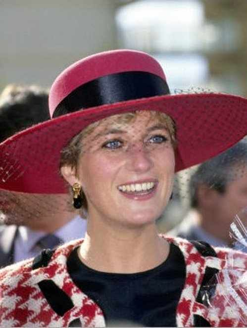 Princess diana in red and white checked suit with matching Diana princess of wales affairs