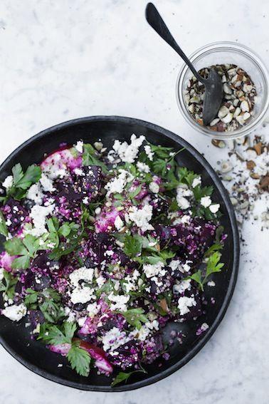 'Fornylig lavede jeg denne skønne vintersalat med rødbeder og quinoa til Hjerteforeningens medlemsblad Hjertenyt. Dem som kender mig godt vil helt sikkert sige, at det er en rigtig 'Lone salat'...Læs mere