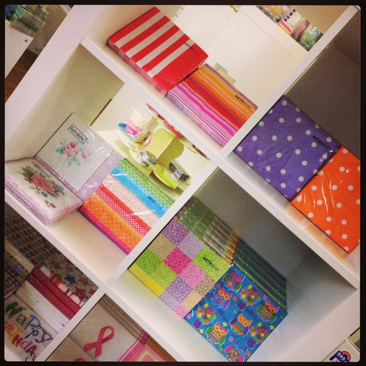 Serviettes in so many colours and designs!