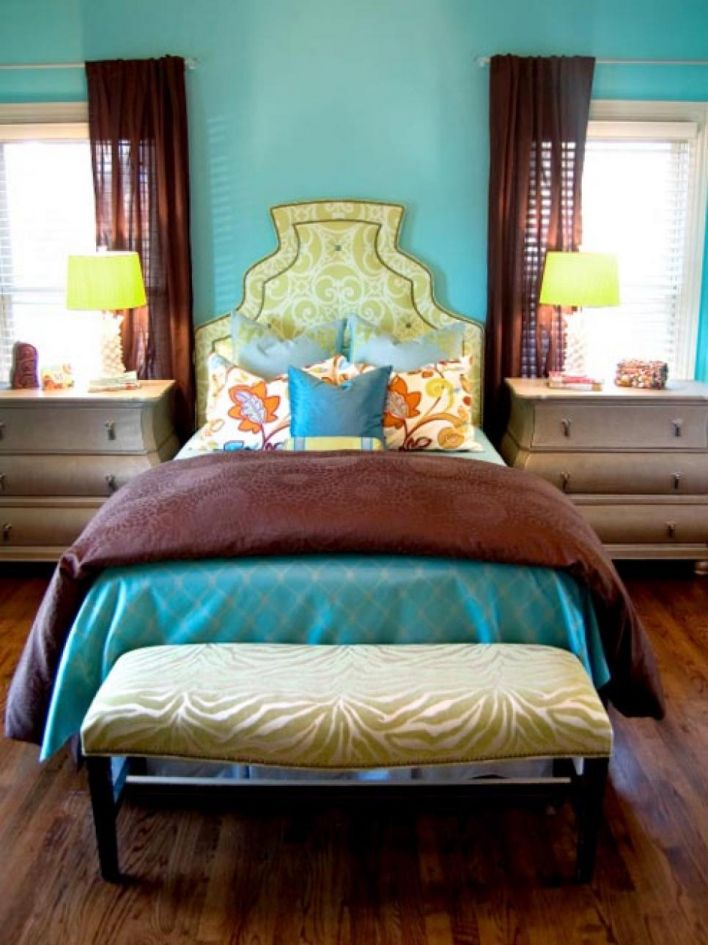 Teal, lime green and brown room. Love the wall color. - don't love the  scrolly headboard, but colors are great.