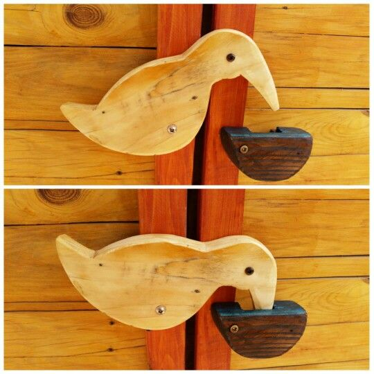 Wooden bird door latch