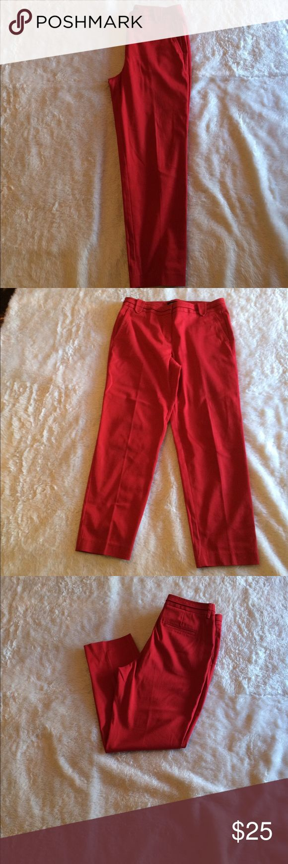 """Larry Levine red ankle pant 28"""" inseam 🎉 Larry Levine 🎉 Size 8 🎉 Gently worn 🎉 28"""" inseam 🎉 Please ask for additional pictures, measurements, or ask questions before purchase. 🎉 No trades or other apps 🎉 Ships next business day, unless noted in my closet  🎉 Bundle for discount Larry Levine Pants Ankle & Cropped"""