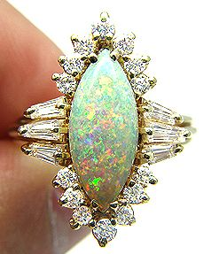 Vintage 3.50Ct Australian Fiery Opal Diamond Cluster Cocktail Ring In Solid Gold