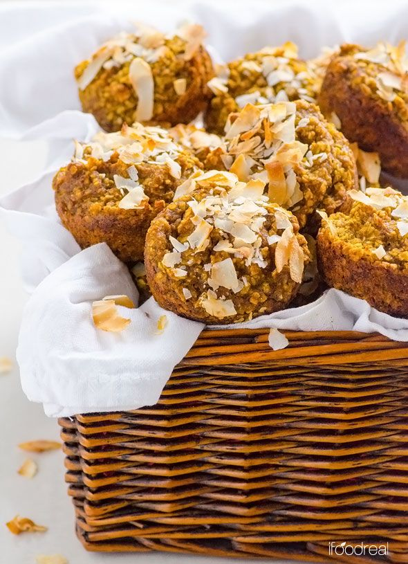 Blender Pumpkin Coconut Oatmeal Cups -- Naturally sweetened with dates, vegan, freezer friendly and no extra dirty bowls. #cleaneating #glutenfree