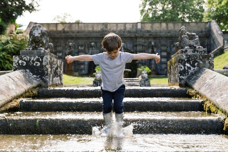 A summer at Cowley means playtime puddle splashing! #familyholidays #familystays #pbloggers #family #cowleymanor #cotswolds #wellyboots