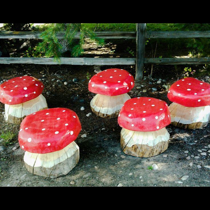 Carved Wooden Mushrooms Yard Garden Art Stools 400 x 300