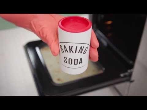 Lifehack: Ofen blitzeblank, ohne einen Finger zu rühren: Mit diesem Trick ganz einfach!
