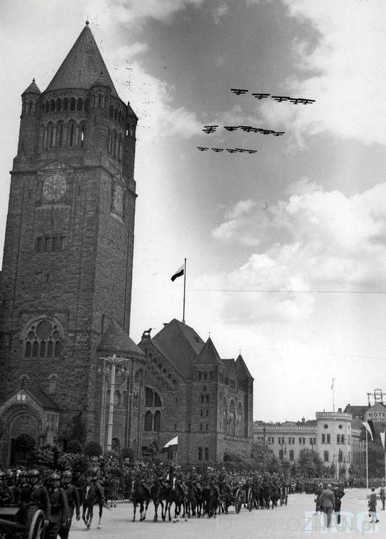 Zamek i parada wojskowa - rok 1936