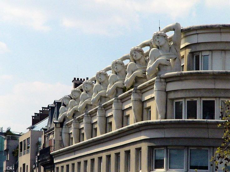 Paris, avenue Daumesnil  By Alain Chantelat