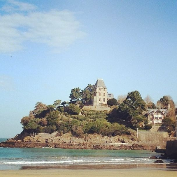 Perched above the Saint Malo #shore during the Fine Team week-end away in #Dinard. #instafine #finecollection #sea #beach #summer #summertime