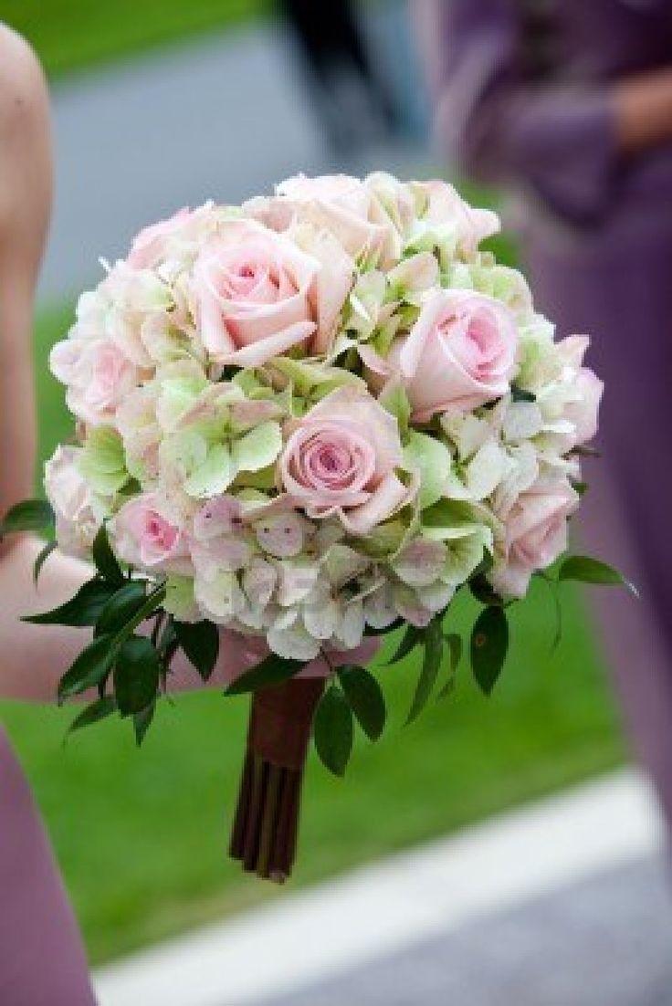 ramos de novia cascada rosas rosas y hortensias