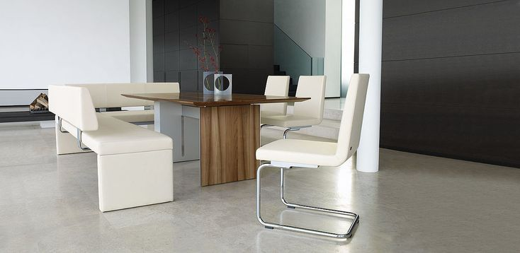 Studio Anise // Rolf Benz 620 Chairs and 620 Bank curate an ideal dining experience. #interior #design #seating #set