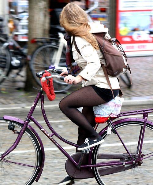 """pedalfar:  look right (via atelier54)  """