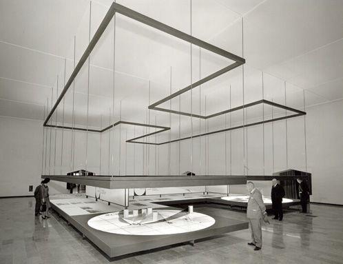1961, padiglione Montecatini alla Fiera Campionaria di Milano, sala dei grandi progetti, progetto: Franco Albini, Franca Helg, grafica Bob Noorda.