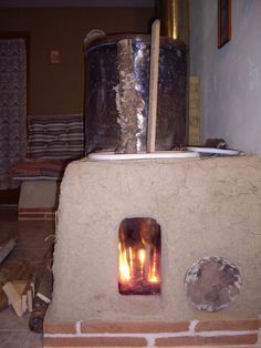 Rocket stove thermal mass heater with window. In French.