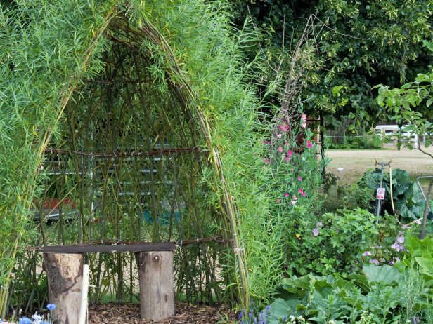 Simple shelter perfect for children to play for the for Children friendly garden designs