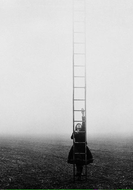 Ho sceso dandoti il braccio almeno un milione di scale e ora che non ci sei e' il vuoto ad ogni gradino~   #Montale
