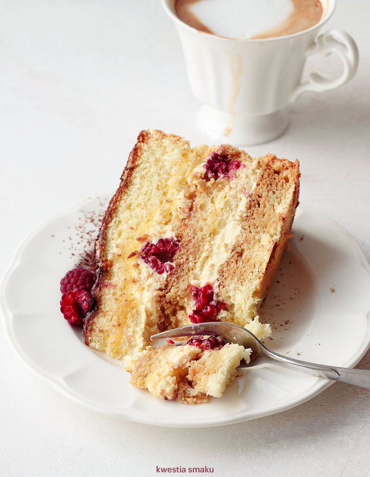 Tort Tiramisu z malinami